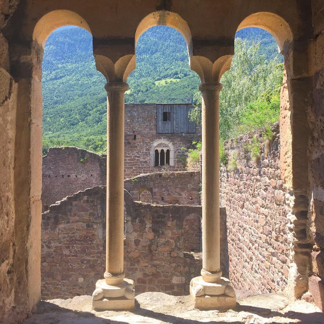 Власти Италии отдают БЕСПЛАТНО любым желающим средневековые замки