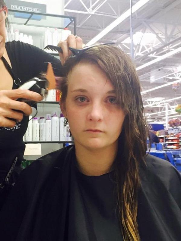 Злая шутка: одноклассницы вылили на голову девочки клей. Вот как она поступила...