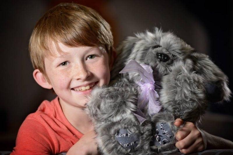 12-летний школьник сделал своими руками около 800 игрушек для детей с тяжелыми заболеваниями