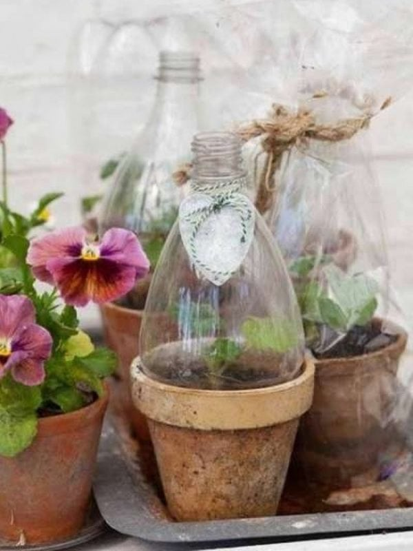 17 способов использовать старые пластиковые бутылки. Возьмите на заметку!