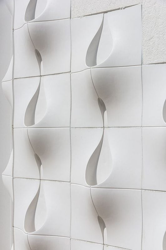 Архитектор сделал необычные отверстия в стене дома. Никто не понимал для чего они, пока не пошел дождь...