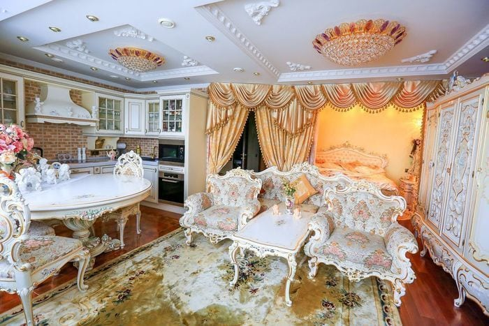 Девушка сделала из своей московской однушки настоящий дворец в стиле барокко