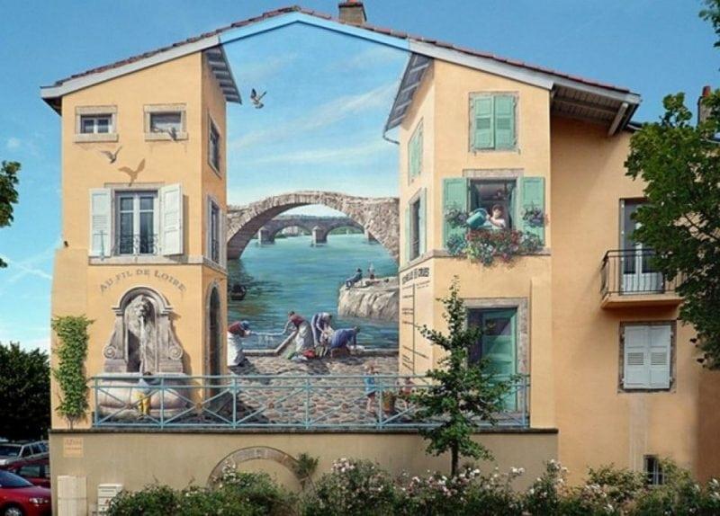 Французский художник делает из серых зданий яркие произведения искусства