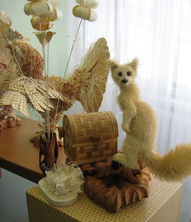 Художник из России делает скульптуры животных и птиц из стружки