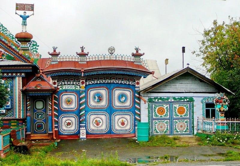 Избушка кузнеца: самый необычный дом в Свердловской области