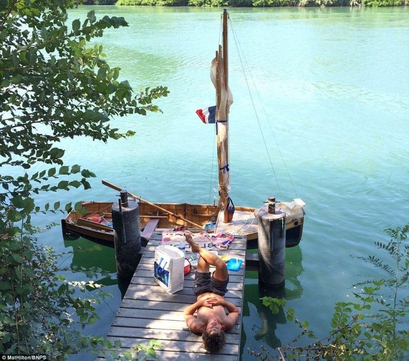 Молодая пара провела 56 дней в путешествии на самодельной лодке