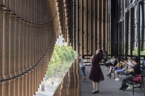 Необычный движущийся фасад здания в Шанхае + потрясающее видео