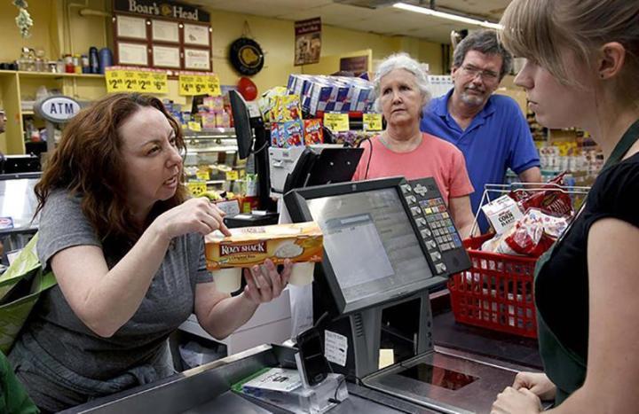 женщина обозвала продавца неудачницей