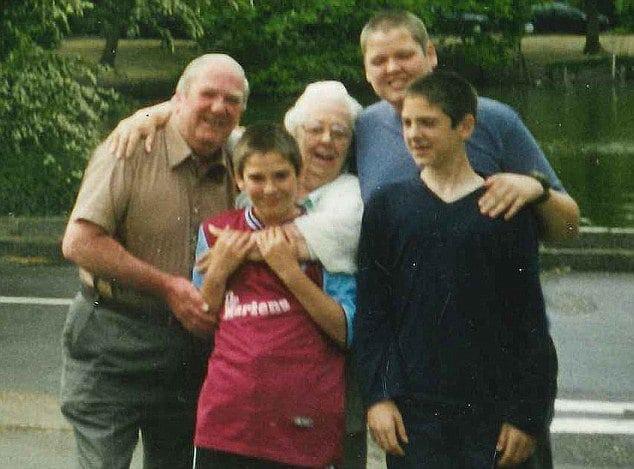 Перед смертью дедушка завещал 700 тысяч долларов сантехнику. Его семья обратилась в суд и...