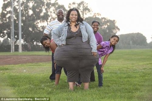 Ради мирового рекорда эта женщина готова весить 250 килограмм! Это очень опасно для здоровья!
