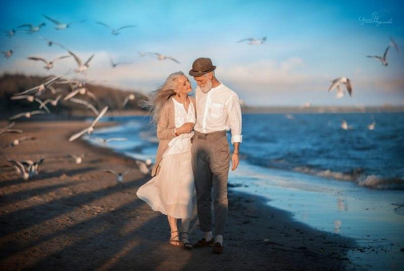 Самая нежная фотосессия пожилой пары. Смотрю на них и понимаю, что любви все возрасты покорны!