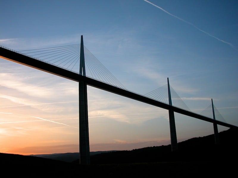 Самый высокий в мире мост для транспорта. Только посмотрите на это чудо инженерии!
