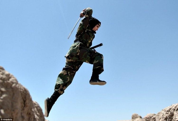 Суровые женщины: как тренируются иранские женщины-солдаты