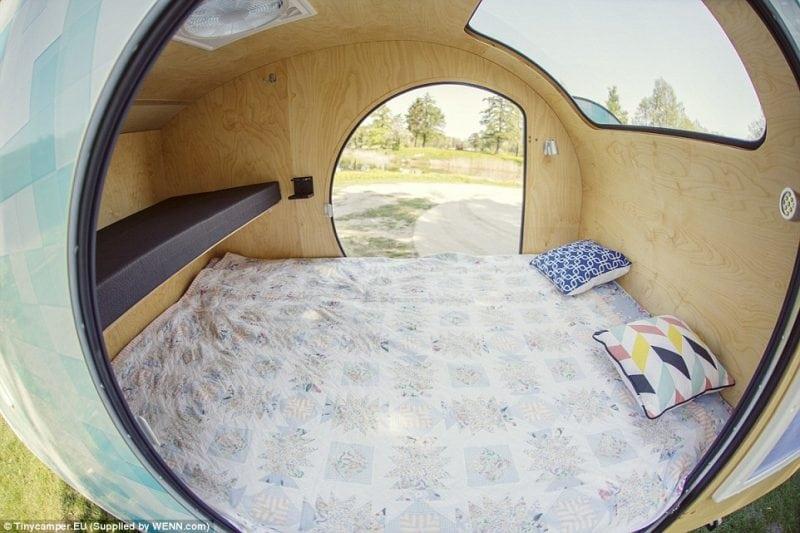 Удобный и компактный прицеп для путешествий семьи из 4 человек. Настоящая находка!