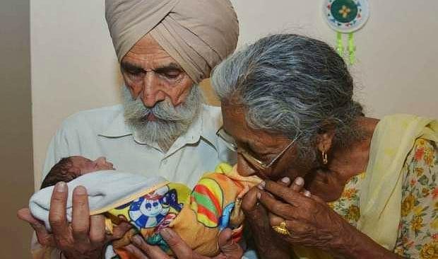 В 72 года женщина из Индии родила своего первенца!