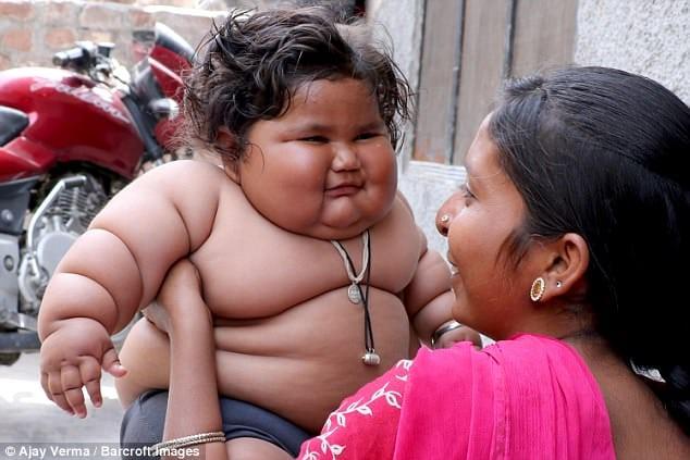 В 8 месяцев эта малышка весила 25 кг, даже врачи не знают что с ней делать!